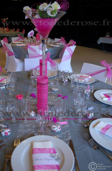 decoration salle de mariage blanc et fushia le mariage. Black Bedroom Furniture Sets. Home Design Ideas