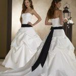 Robe de mariée blanche et noire