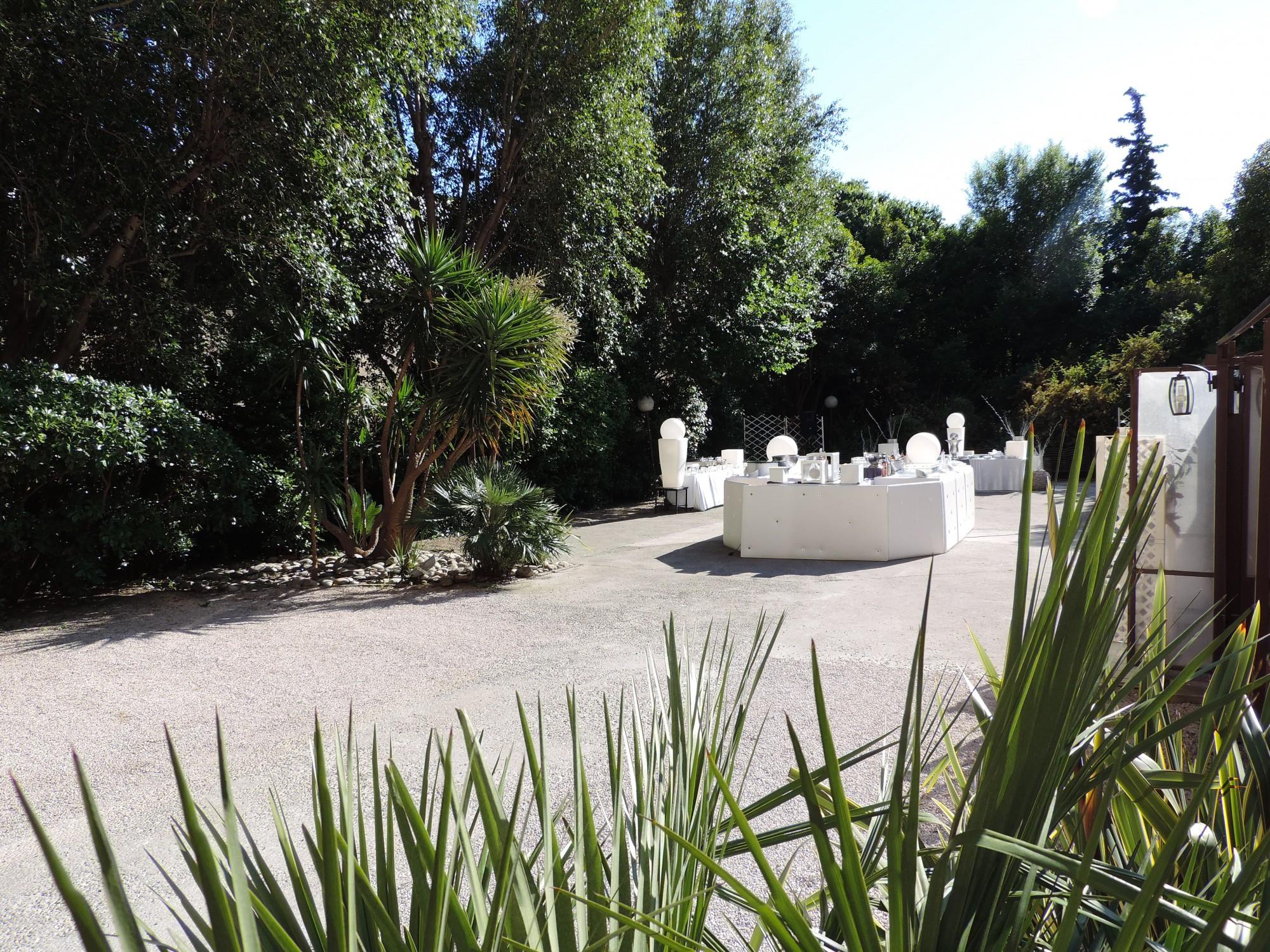 Salle mariage avec jardin le mariage for Lanterne japonaise de jardin pas cher