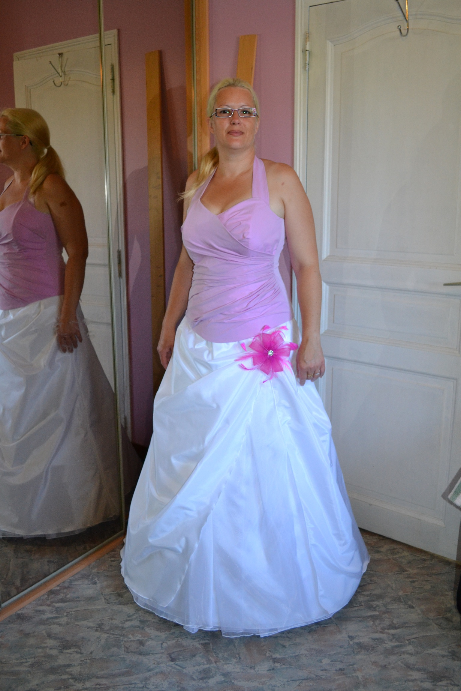 robe mariee blanche et rose le mariage