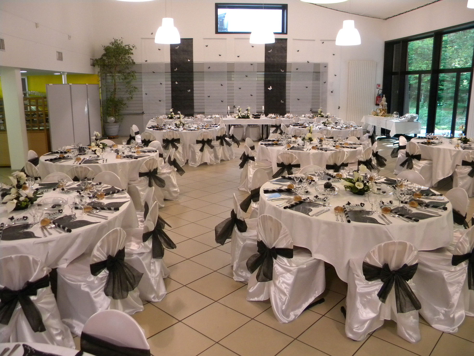 Deco salle mariage noir et blanc le mariage - Deco de table noir et blanc pas cher ...