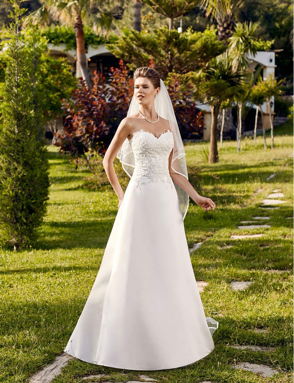les plus belles robes de mari e 2016 le mariage. Black Bedroom Furniture Sets. Home Design Ideas
