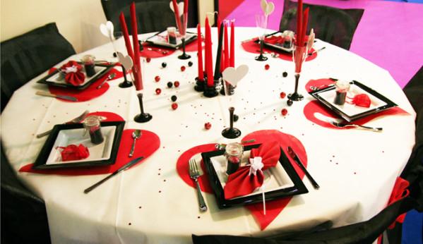 decoration de table rouge et noir. Black Bedroom Furniture Sets. Home Design Ideas