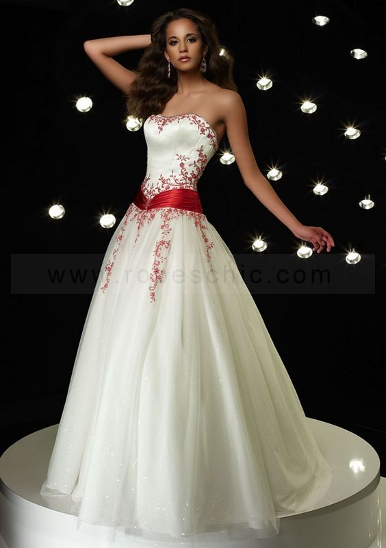 Robe blanche avec rouge