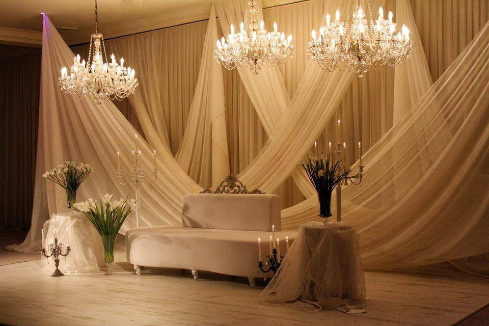 decoration salle de fete d coration salle anniversaire dcorations id es d decoration salle. Black Bedroom Furniture Sets. Home Design Ideas