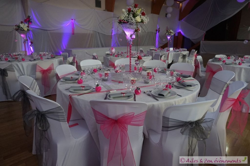 Beau decoration table mariage fushia 1 deco de table for Decoration table mariage