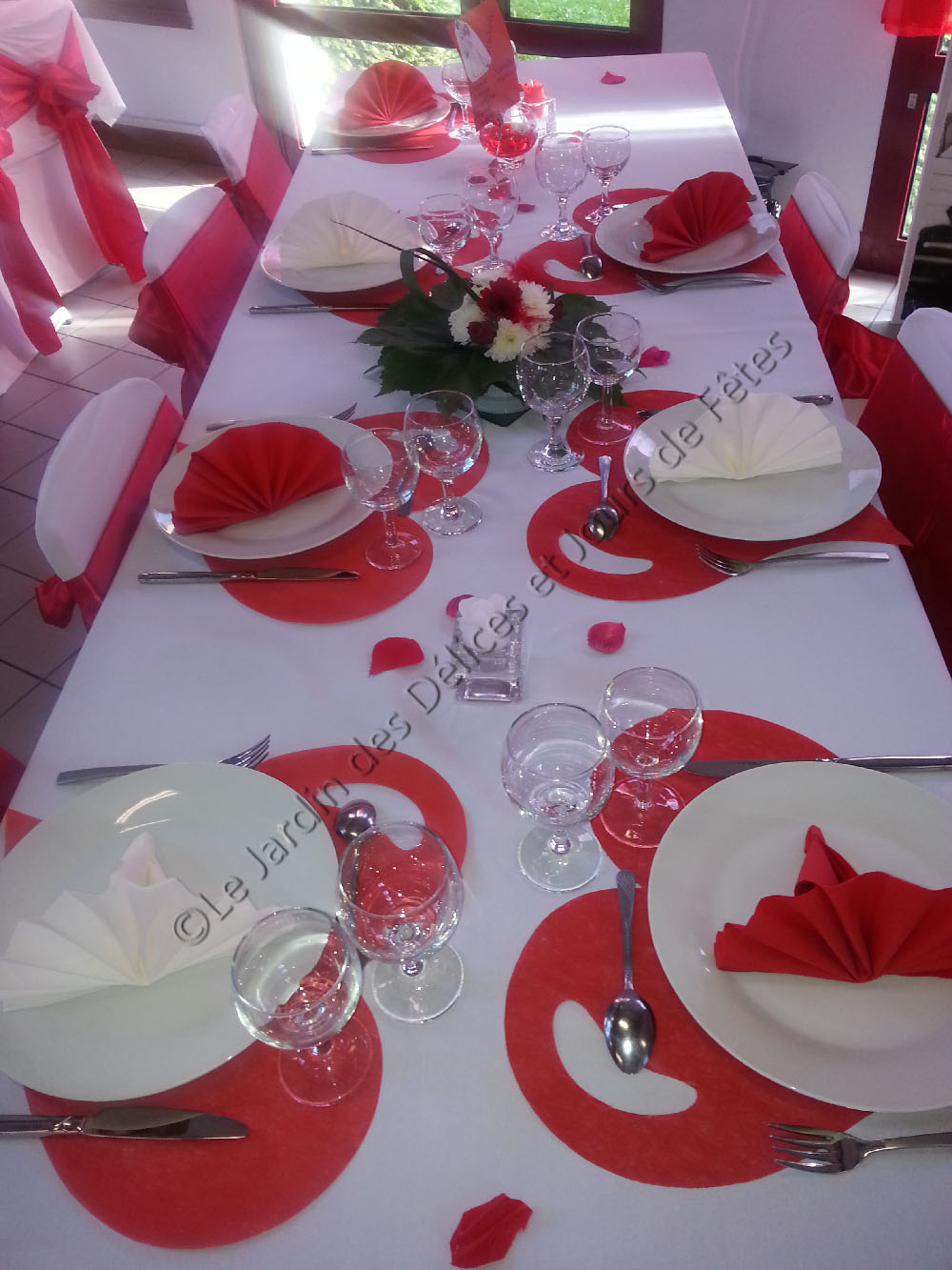 decoration de table pour mariage rouge et blanc le mariage. Black Bedroom Furniture Sets. Home Design Ideas