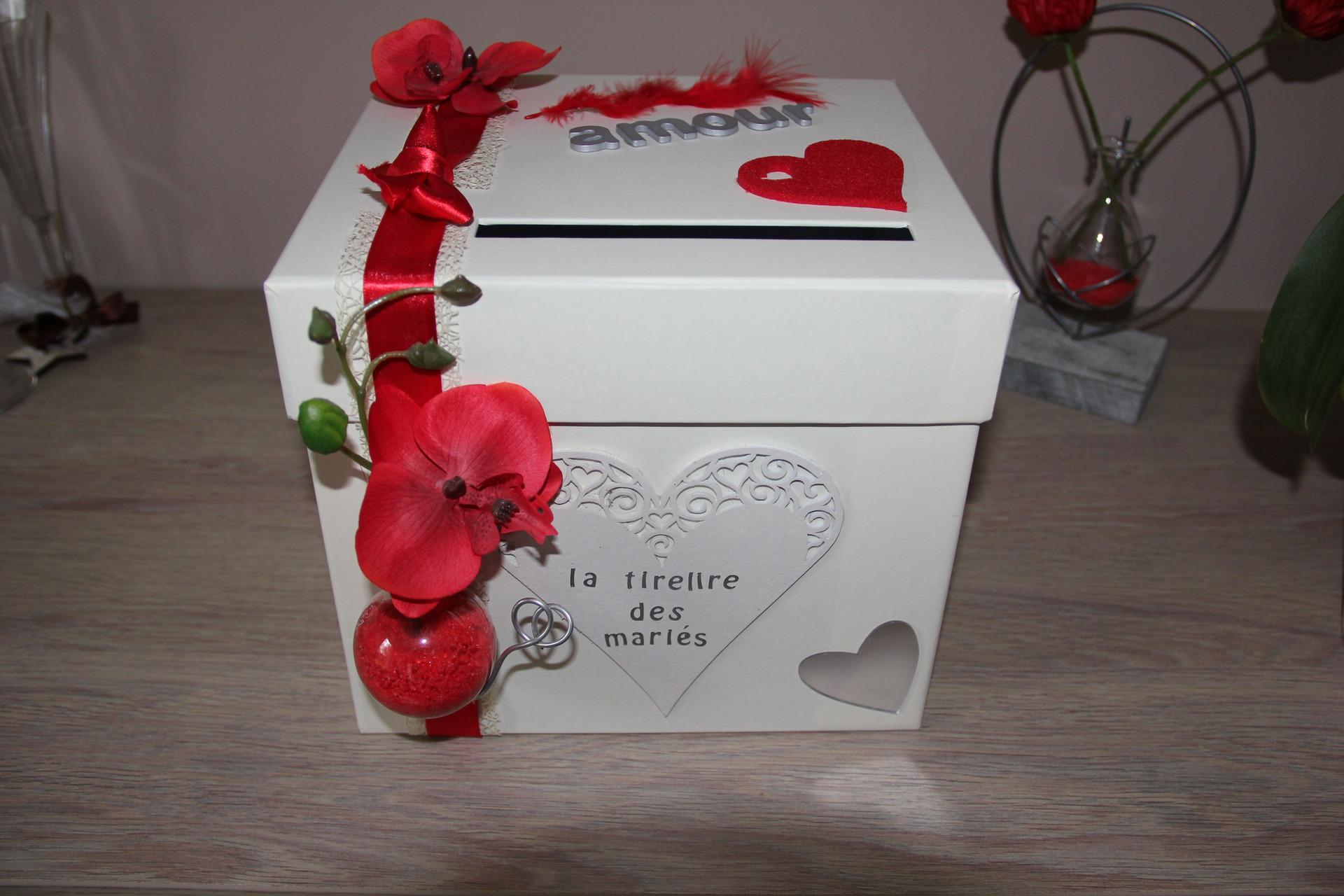 Urne pour enveloppe anniversaire le mariage - Decorer boite carton pour anniversaire ...