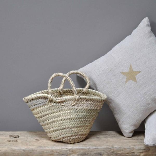 petit panier osier pour petite fille le mariage. Black Bedroom Furniture Sets. Home Design Ideas