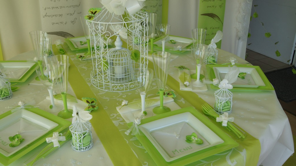 deco table mariage vert et blanc le mariage. Black Bedroom Furniture Sets. Home Design Ideas